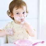 子どもの「遊び食べ」は学びのチャンス!?「きちんと食べなさい」と言わないコツがあった